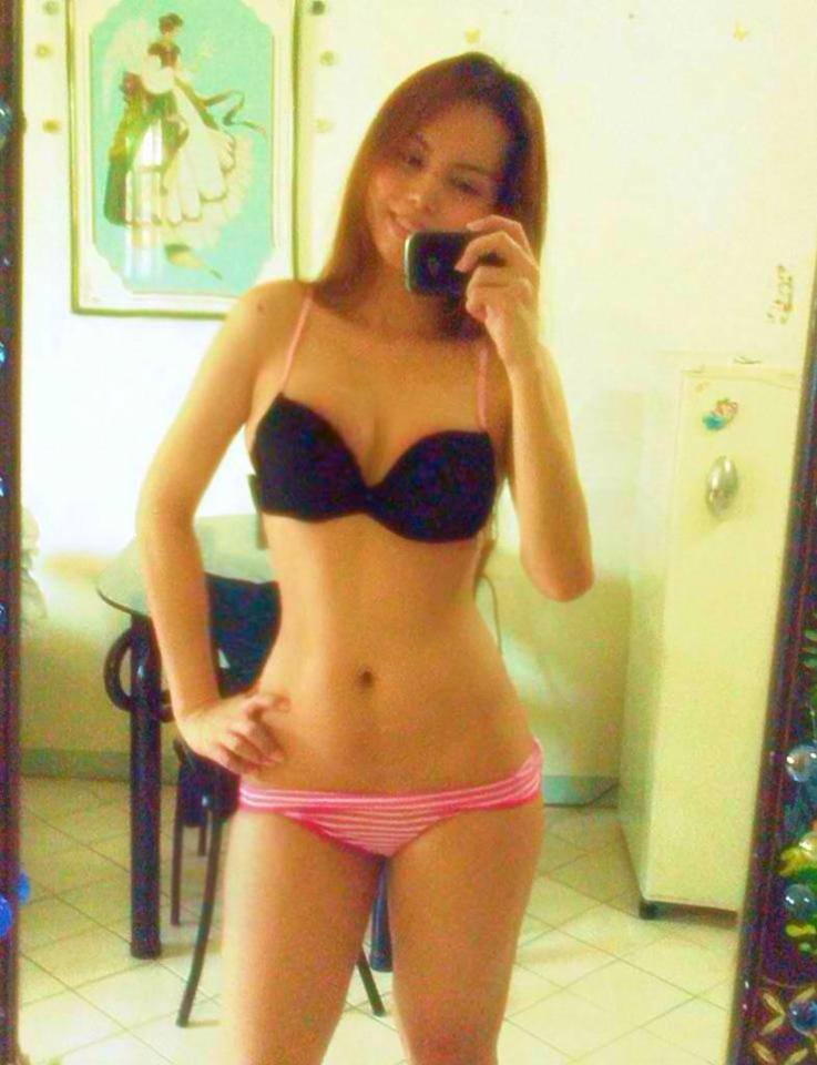 Sexy Pinay with nice curves